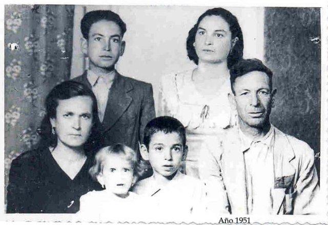 Juan y su familia (1951) antes de salir de Los Verdiales